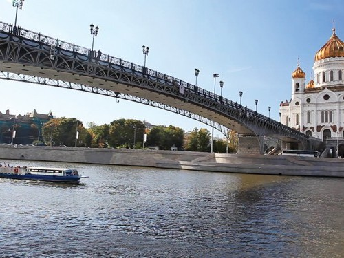 Cathedral of Christ the Savior and pedestrian bridge